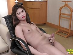 We got another Philippines hottest for you in the name of Shawei! This young and beautiful babe wrapped in a cute white dress is very hot and steamy in her debut scene today. Having those nice pair of cute natural tits with cute nipples, great ass and a m