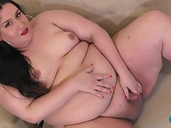 Today, we have an immense pleasure to introduce one amazing girl! Everybody, meet sexy Shemeatress! Shemeatress is a beautiful BBW Goddess with a smoking hot body and an amazing 72 inch booty! She`s stunning! Sexy, dominant and horny as hell, she couldn`t